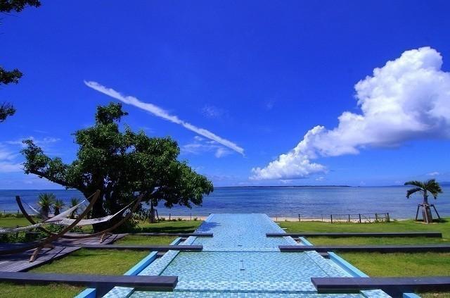 石垣島ビーチホテルサンシャイン 水とハンモックをしつらえたスペース