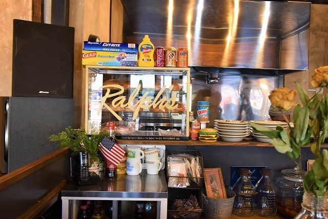 ラルフズバーガーレストラン カウンター兼厨房