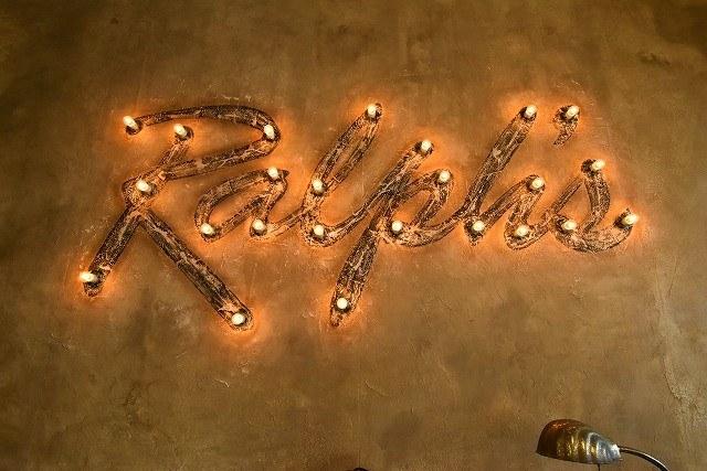 ラルフズバーガーレストラン 壁面のライティング
