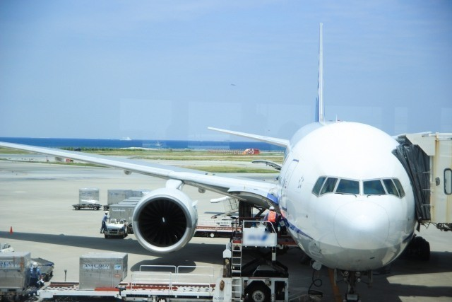 沖縄旅行 2019年 空港せ整備されるANAの機体
