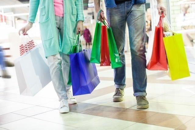 沖縄旅行 2019年 ショッピングを楽しむ観光客