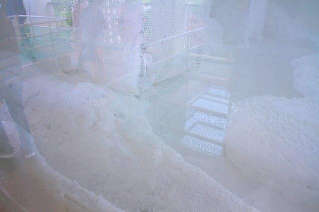 果報バンタ 雪のような塩工場