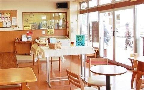 沖縄 アイスクリーム うるまジェラート 店内