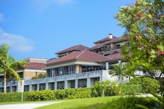 沖縄 高級ホテル ザ・リッツカールトン沖縄 外観