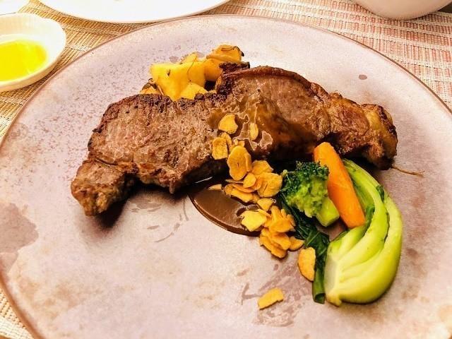 アラマハイナ コンドホテル 夕食 アンガス牛のロースステーキ