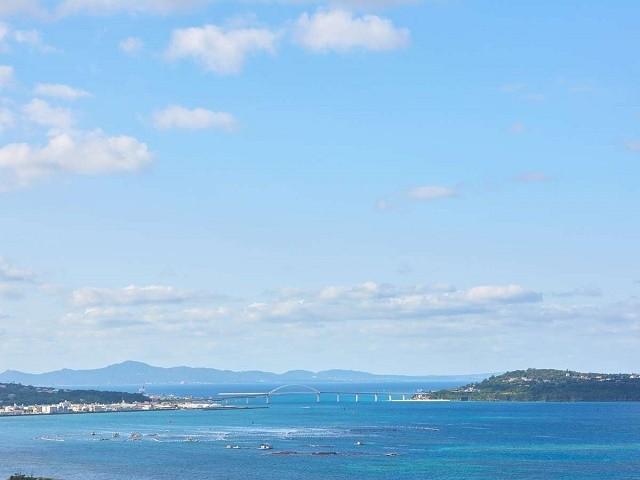 アラマハイナ コンドホテル 客室から瀬底島を臨む