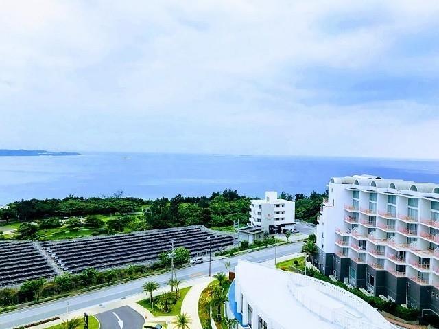 アラマハイナ コンドホテル 客室から青い海を臨む