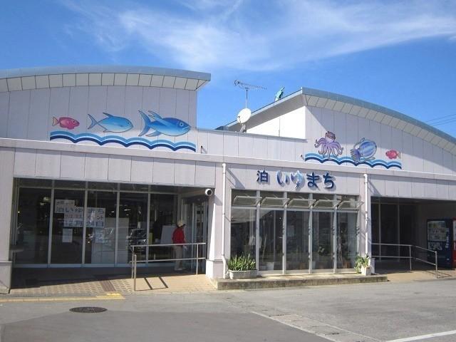 沖縄 マルシェ 泊いゆまち 外観