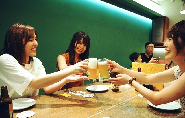 taste of okinawa 女子会 ビールで乾杯