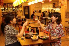 地元民とワイワイ呑もう♪沖縄の「いちまん横丁」でハシゴ酒