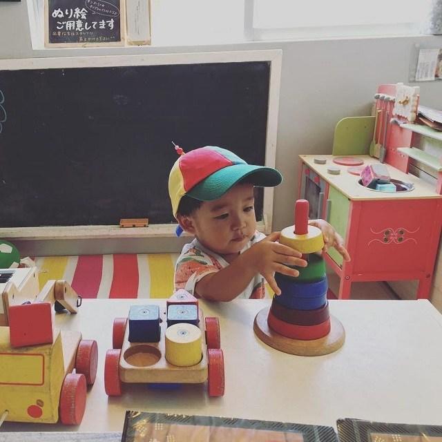 沖縄 インスタ映え 家族旅 サンスーシィのキッズコーナーで遊ぶ赤ちゃん