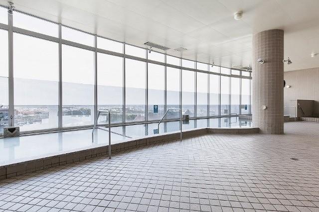 沖縄 2泊3日 モデルコース EMウェルネスリゾート コスタビスタ沖縄 ホテル&スパ 見晴らしのいい大浴場
