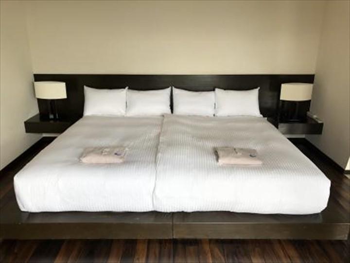 紺碧ザ・ヴィラオールスイート 寝室