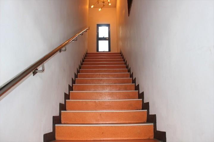 トリップショットホテルズコザ 階段