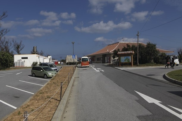 BEACH51 行き方 真栄田駐車場