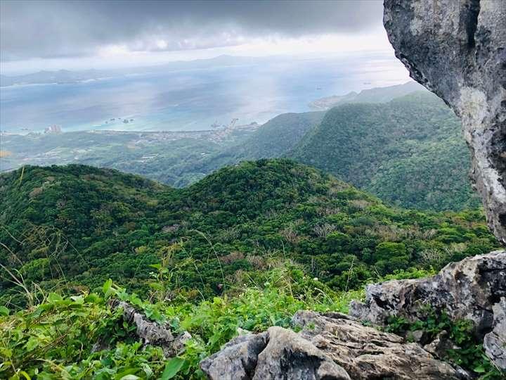 嘉津宇岳 岩