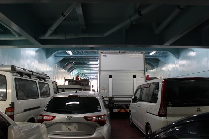 伊江島 フェリー 車 船内