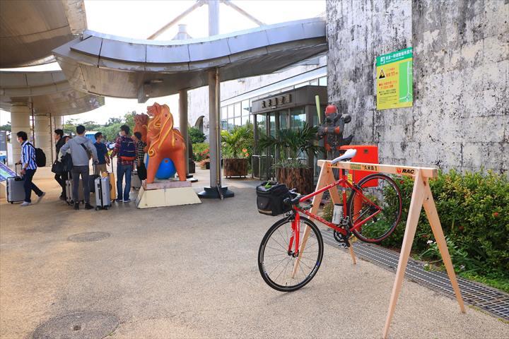 久米島一周 ロードバイク 空港にて