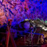 CAVE OKINAWAはムード満点ライトアップが魅力の鍾乳洞